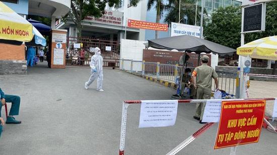 Bệnh viện quận Tân Phú bị phong tỏa trước đó. Ảnh: CAO THĂNG
