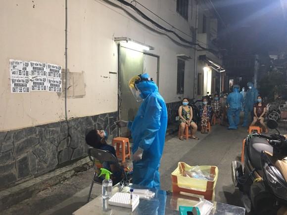 TP Thủ Đức, quận 6: Khoanh vùng, truy vết khu vực liên quan bệnh nhân là nhân viên BV Bệnh Nhiệt đới TPHCM ảnh 1