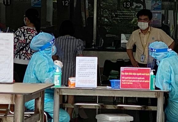 Bệnh viện Đại học Y Dược TPHCM tạm ngừng nhận bệnh vì có nhân viên nghi mắc Covid-19 ảnh 2