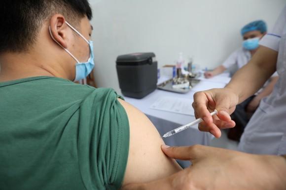 Tiêm thử nghiệm lâm sàng giai đoạn 3 vaccine Covid-19 Nano Covax cho người tình nguyện
