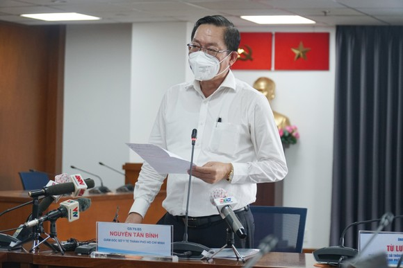 GS-TS Nguyễn Tấn Bỉnh thông tin tại buổi họp báo