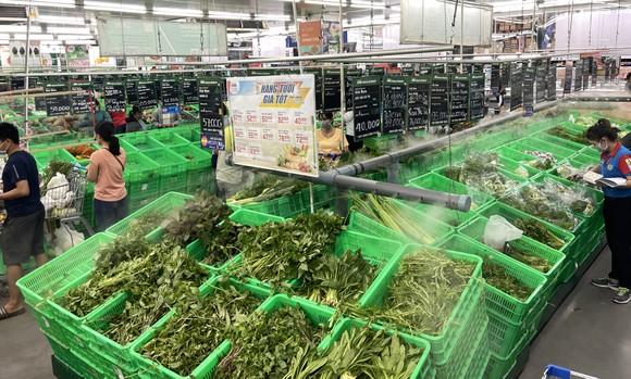 Các siêu thị TPHCM tăng lượng thực phẩm chế biến sẵn hỗ trợ người dân khi dừng dịch vụ ăn uống mang về ảnh 1