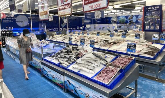 Hải sản bán nhiều tại MM.Mega Market, TP Thủ Đức, TPHCM, ảnh chụp trưa 9-7-2021. Ảnh: HOÀNG HÙNG