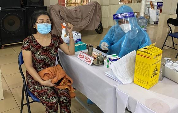 TPHCM bắt đầu tiêm chủng vaccine Covid-19 đợt 5 cho đối tượng ưu tiên ảnh 5