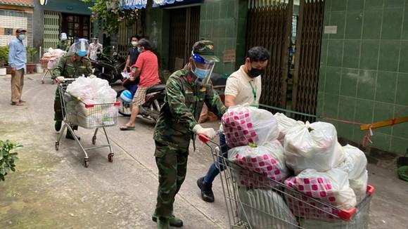 TPHCM: Hàng hóa đảm bảo phục vụ nhu cầu của người dân, giá cả không có biến động mạnh ảnh 3