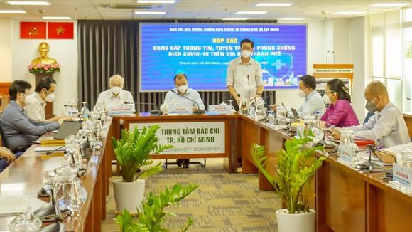 Đồng chí Phạm Đức Hải, Phó Ban Chỉ đạo phòng chống dịch Covid-19 TPHCM thông tin tại buổi họp báo
