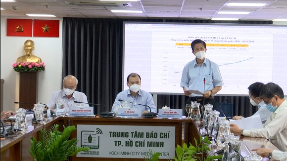 Phó Ban Chỉ đạo phòng chống dịch Covid-19 TPHCM Phạm Đức Hải phát biểu tại buổi họp báo