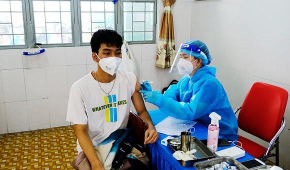 TPHCM: Có hơn 140.000 bệnh nhân khỏi bệnh, lãnh đạo Bộ Y tế kiểm tra chợ đầu mối Bình Điền ảnh 1