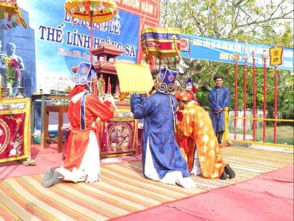 Lễ Khao lề thế lính Hoàng Sa ở Lý Sơn ảnh 1