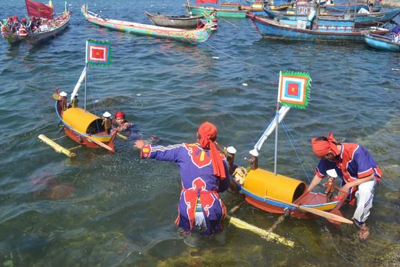 Lễ Khao lề thế lính Hoàng Sa tại đảo Lý Sơn ảnh 2
