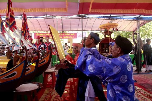 Lễ khao lề thế lính Hoàng Sa trên đảo Lý Sơn (Quảng Ngãi) ảnh 1
