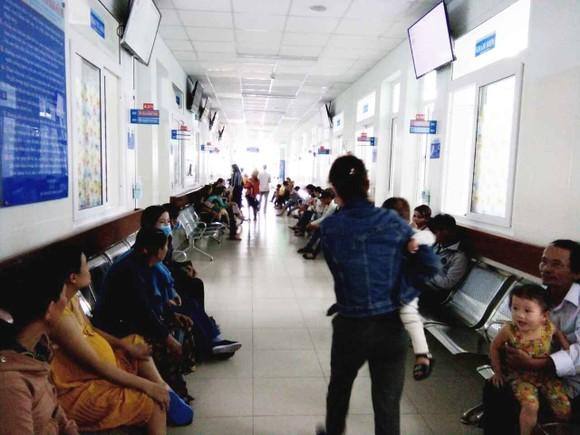Cảnh báo nguy cơ trẻ em nhập viện vì nắng nóng kéo dài  ảnh 1