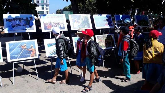 Nguyễn Á triển lãm ảnh và ra mắt sách ảnh Lý Sơn - Hôm nay ảnh 4