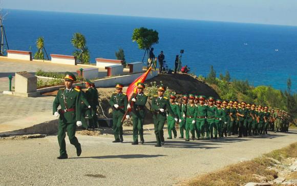 Lễ thượng cờ trên đỉnh Thới Lới, đảo Lý Sơn  ảnh 5