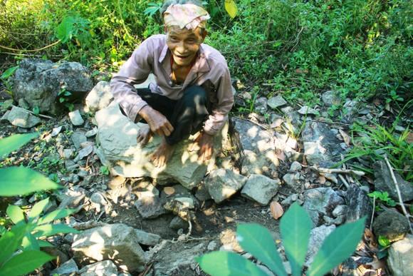 Chuyện người đàn ông hơn 45 năm sống biệt lập giữa núi rừng  ảnh 7
