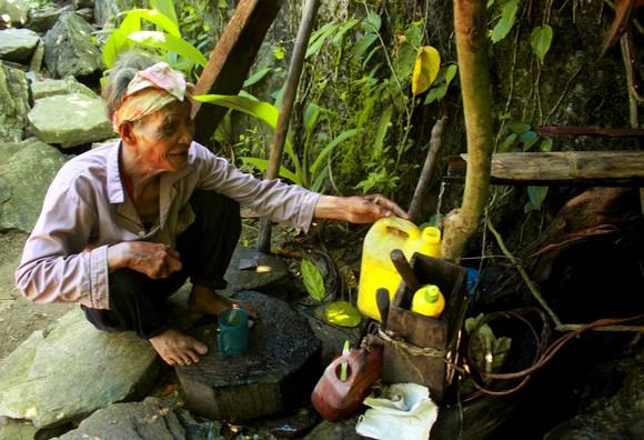 Chuyện người đàn ông hơn 45 năm sống biệt lập giữa núi rừng  ảnh 10