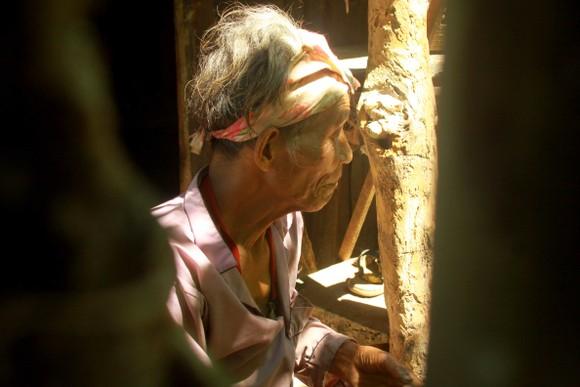 Chuyện người đàn ông hơn 45 năm sống biệt lập giữa núi rừng  ảnh 15