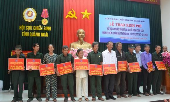 Hội Cựu chiến binh tỉnh Quảng Ngãi trao tặng nhà cho gia đình chính sách ảnh 1