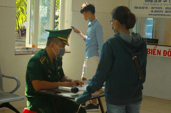 Tăng chuyến tàu đưa hơn 2.000 khách rời đảo Lý Sơn, Quảng Ngãi ảnh 4