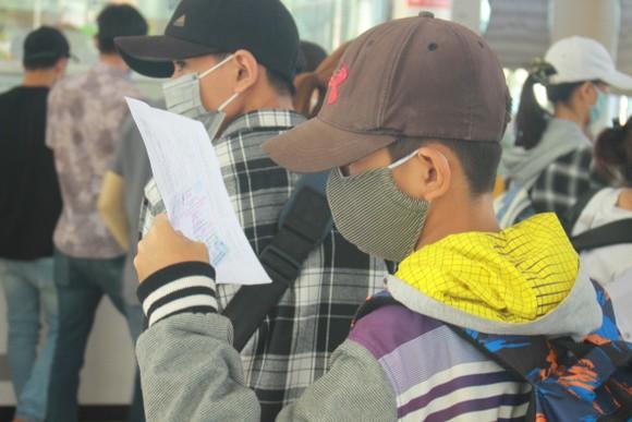 Tăng chuyến tàu đưa hơn 2.000 khách rời đảo Lý Sơn, Quảng Ngãi ảnh 6