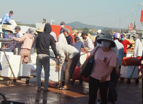 Tăng chuyến tàu đưa hơn 2.000 khách rời đảo Lý Sơn, Quảng Ngãi ảnh 2