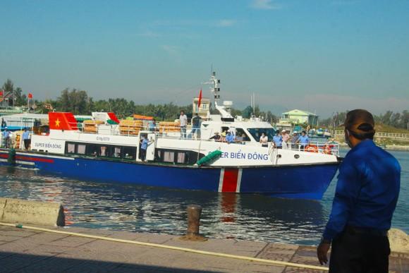 Tăng chuyến tàu đưa hơn 2.000 khách rời đảo Lý Sơn, Quảng Ngãi ảnh 9