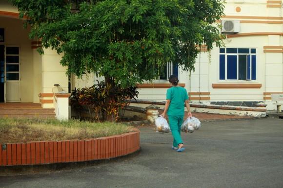 Cận cảnh Bệnh viện dã chiến ở Quảng Ngãi ảnh 6