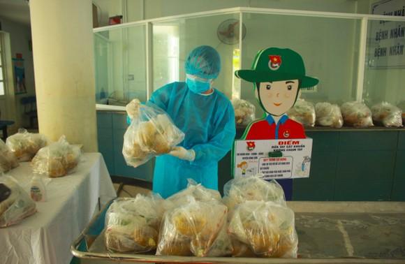 Cận cảnh Bệnh viện dã chiến ở Quảng Ngãi ảnh 11