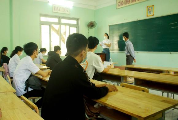 Quảng Ngãi: Hơn 390 thí sinh tham dự kỳ thi tốt nghiệp THPT đợt 2  ảnh 5