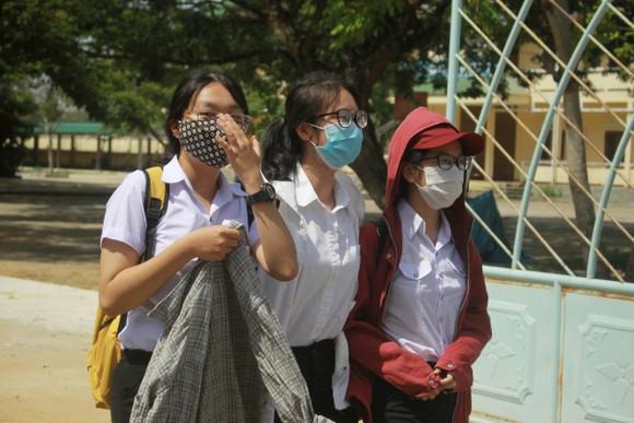 Gần 11.400 thí sinh Đà Nẵng, Quảng Ngãi hoàn thành môn thi đầu tiên kỳ thi tốt nghiệp THPT đợt 2 ảnh 19
