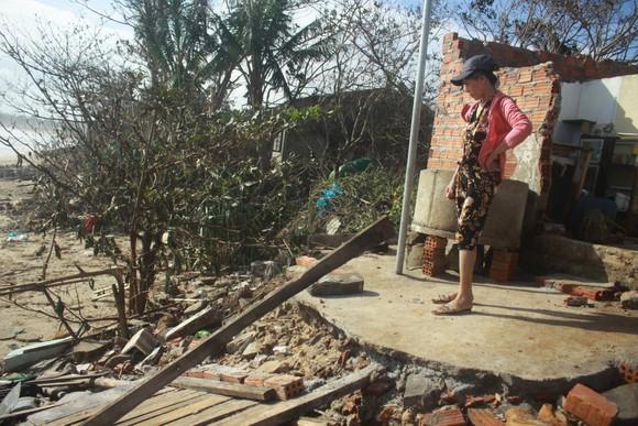 Nghệ An: Ngập lụt, nguy cơ sạt lở nhiều nơi, di dời dân khẩn cấp ảnh 11
