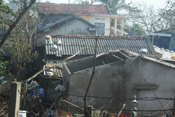 Nghệ An: Ngập lụt, nguy cơ sạt lở nhiều nơi, di dời dân khẩn cấp ảnh 12