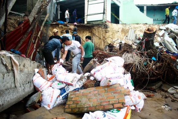 Triều cường, sóng lớn đánh sập nhà dân ở Quảng Ngãi ảnh 3