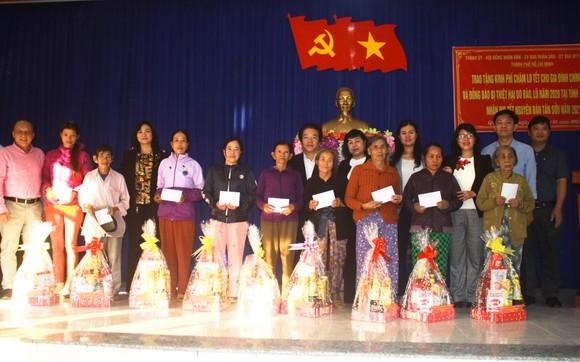 TPHCM trao quà chăm lo tết cho người dân Quảng Nam, Quảng Ngãi ảnh 7