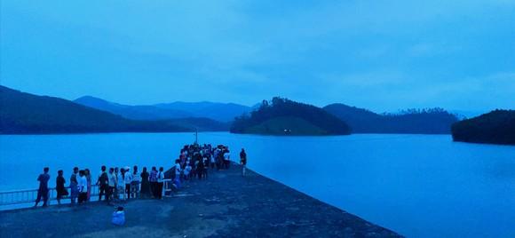 Chơi gần đập Núi Ngang, 2 người trượt chân đuối nước tử vong ảnh 1