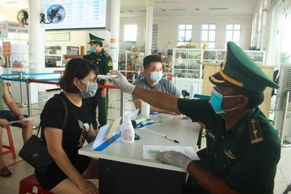 Quảng Ngãi cho học sinh nghỉ học từ 12 giờ trưa ngày 6-5 để phòng, chống dịch ảnh 1