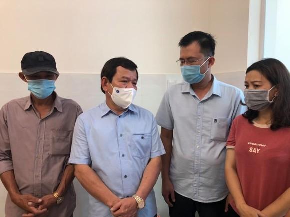 Chủ tịch UBND tỉnh Quảng Ngãi thăm hỏi chia buồn thân nhân nạn nhân tử vong trong vụ hỏa hoạn ảnh 1