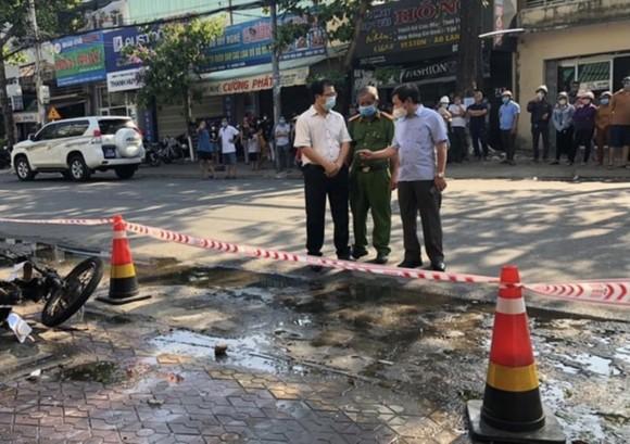 Chủ tịch UBND tỉnh Quảng Ngãi thăm hỏi chia buồn thân nhân nạn nhân tử vong trong vụ hỏa hoạn ảnh 2