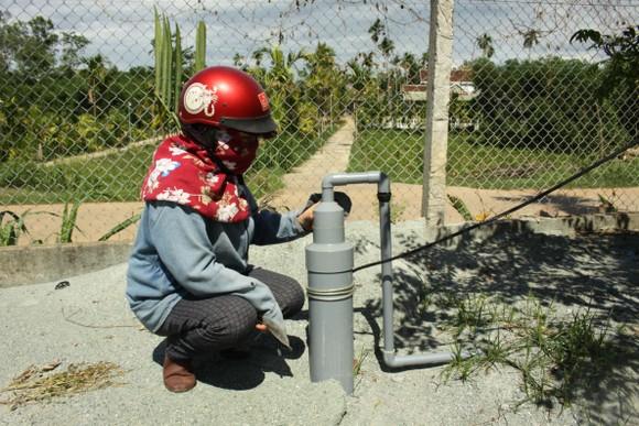Nắng nóng kéo dài khiến nhiều nơi ở Quảng Ngãi thiếu nước sinh hoạt ảnh 1
