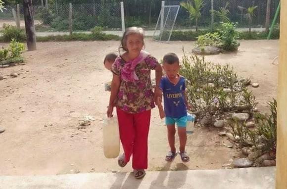 Nắng nóng kéo dài khiến nhiều nơi ở Quảng Ngãi thiếu nước sinh hoạt ảnh 2