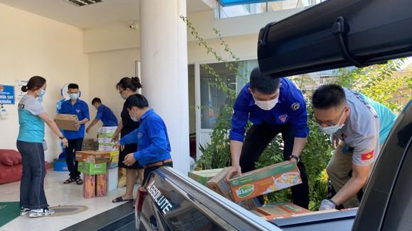 Chuyến xe yêu thương chở nhu yếu phẩm từ Quảng Ngãi đến TPHCM góp phần chống dịch ảnh 3