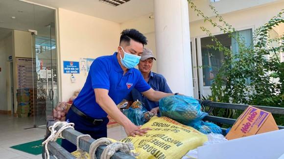 Chuyến xe yêu thương chở nhu yếu phẩm từ Quảng Ngãi đến TPHCM góp phần chống dịch ảnh 4