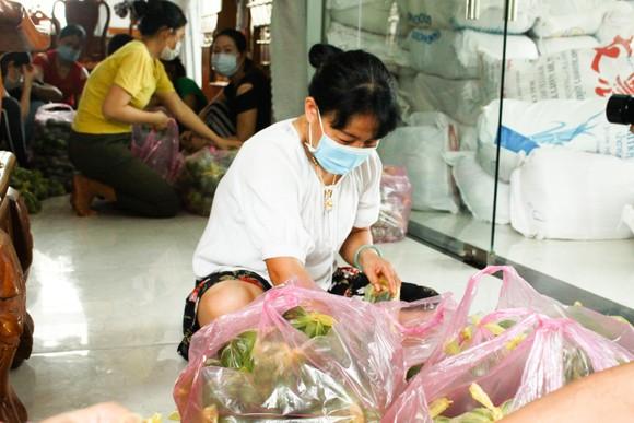 Hai chuyến hàng trị giá 700 triệu đồng của một gia đình ở Quảng Ngãi ủng hộ người dân TPHCM ảnh 2