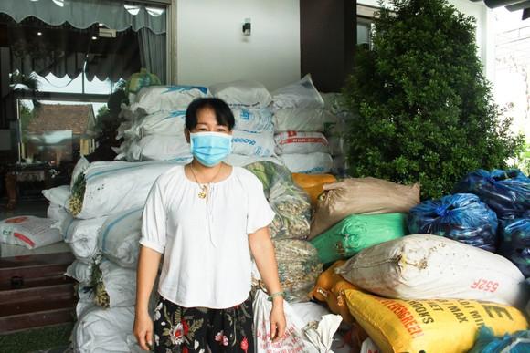 Hai chuyến hàng trị giá 700 triệu đồng của một gia đình ở Quảng Ngãi ủng hộ người dân TPHCM ảnh 1