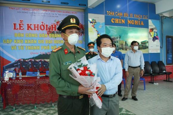 10 xe ô tô khách xuất phát từ Quảng Ngãi vào TPHCM đón người dân về quê ảnh 2
