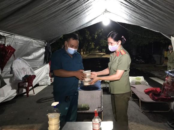 'Bếp đêm chiến sĩ' hỗ trợ suất ăn cho lực lượng tuyến đầu chống dịch Covid-19 ảnh 4