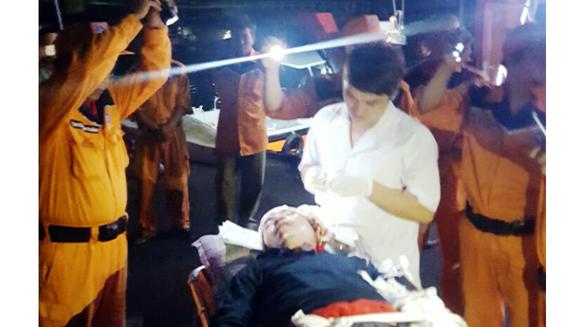 Hai ngư dân Bình Định gặp tai nạn lao động khi đánh bắt trên biển ảnh 2