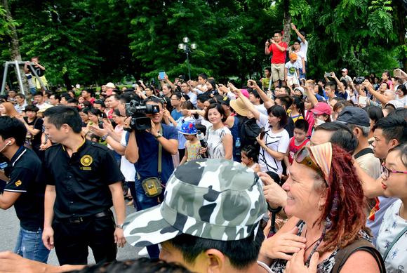 Lần đầu tiên đoàn vũ công Carnival khuấy động phố đi bộ Hà Nội ảnh 8