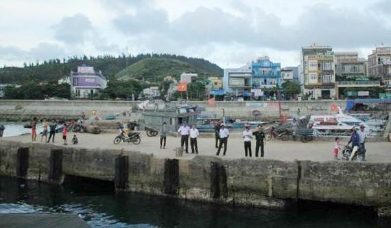 Cảng biển đảo Lý Sơn. Ảnh: NGUYỄN TRANG