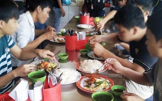 Tránh ngộ độc thực phẩm trong mùa thi: Tăng cường kiểm tra, xử lý nghiêm vi phạm ảnh 1